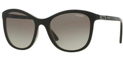 Sluneční brýle Vogue model 5033-S, barva obruby černá mat černá bílá, čočka šedá gradál, kód barevné varianty 238911.