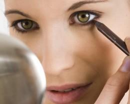 Líčení a kontaktní čočky