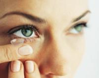 Nasazení kontaktní čočky