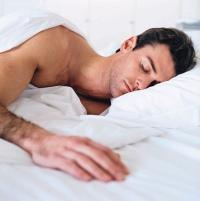 spaní v kontaktních čočkách